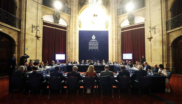 Foto del jurado del Premio Princesa de Asturias de la Concordia, este miércoles durante las deliberaciones para conceder el galardón