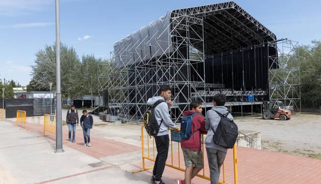 Imagen del escenario principal del Ribera Sound instalado en el paseo del Prado de Tudela.