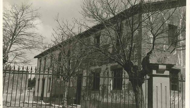 Foto del edificio de la fundación de Filomena Azcona y Jaurrieta en Luquin.