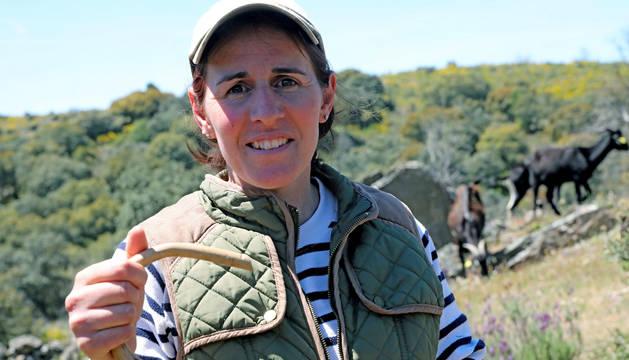 Foto de Inés Luengo, cabrera de Fariza (Zamora) en Arribes del Duero.