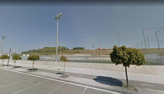 Foto del campo de fútbol de Lezkairu, en la calle Valle de Egüés.