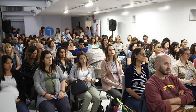 Taller sobre embarazo y posparto en Diario de Navarra con Yolanda Vélaz