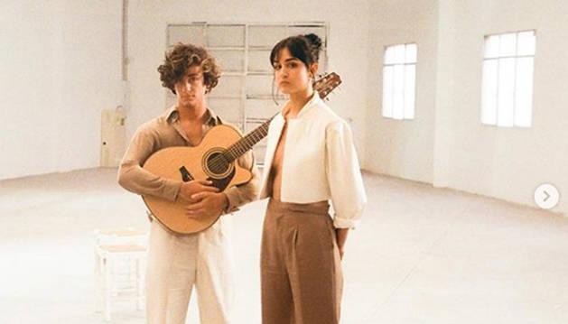 Fotografía con la que Natalia Lacunza y Guitarrica de la Fuente han anunciado el sigle 'Nana Triste'.