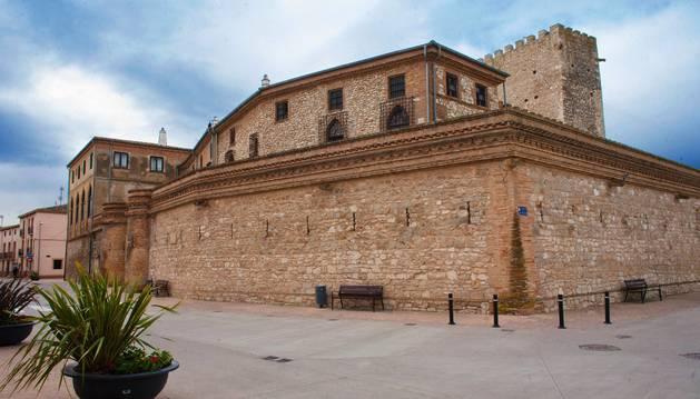 Cerco amurallado del castillo de Cortes.