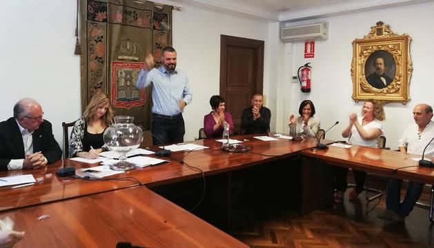 Oihan Mendo Goñi, de EH Bildu, tras ser reelegido nuevo alcalde de Puente la Reina.