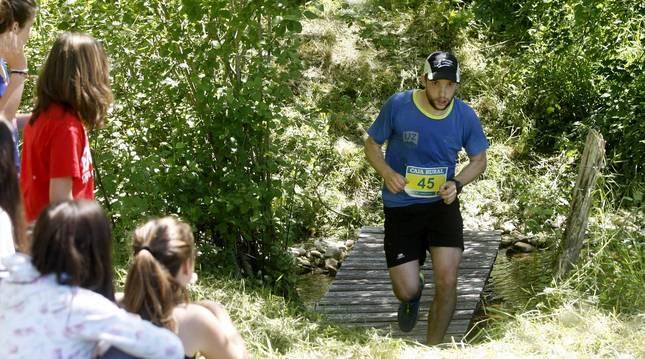 La prueba, de 22 kilómetros, llevó a los participantes desde el camping de Arbizu a la cima del Beriáin (San Donato).