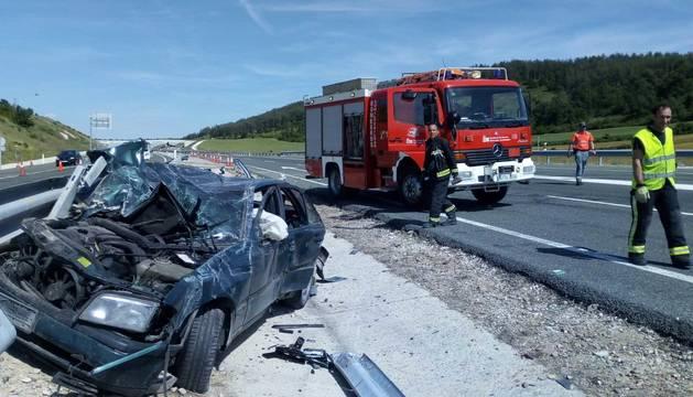 Estado en el que ha quedado el coche tras el accidente en la A-21.