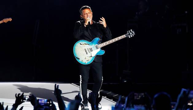 Alejandro Sanz, durante un momento de su concierto en el Wanda Metropolitano.