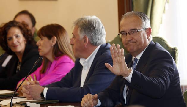 Foto de Enrique Maya, instantes previos a ser nombrado nuevo alcalde de Pamplona.