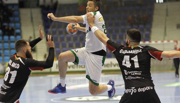 El lateral del Helvetia Mikel Aguirrezabalaga, en el último partido de liga, ha puesto punto y final a su carrera deportiva.