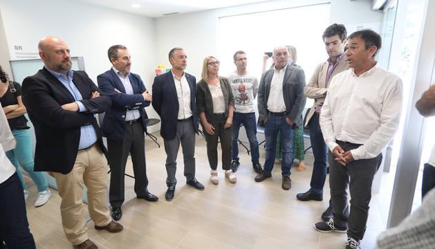 Foto de la inauguración de la nueva agencia de empleo de Alsasua.