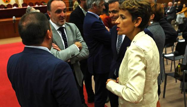 Javier Esparza y María Chivite, en la toma de posesión del nuevo rector de la UPNA.