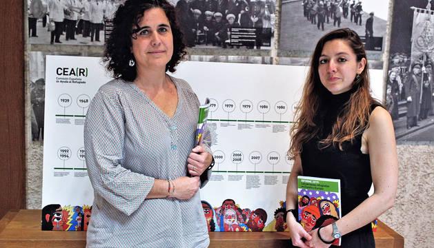 Foto de Idoia Oneca Munárriz, coordinadora de CEAR Navarra, y Saioa Zamalloa Serrano, del servicio jurídico de la entidad.