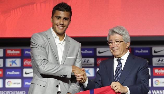 Rodrigo, el año pasado, en su presentación como jugador del Atlético de Madrid.
