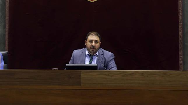 Unai Hualde pronuncia su primer discurso como presidente.