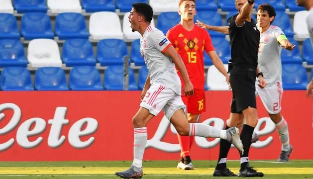 Pablo Fornals celebra el segundo gol de España sub-21.