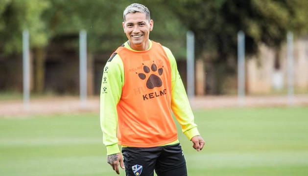 El argentino Chimy Ávila, en un entrenamiento con el Huesca.