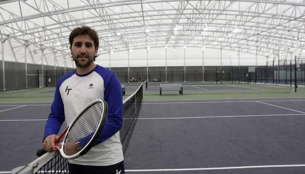 Iker Aguirre se dio cuenta de la demanda del tenis en Navarra, así como del auge del pádel.
