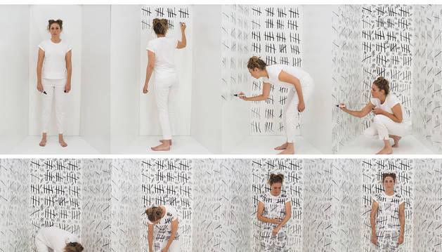 Monika Aranda ha ido apuntando todas las visitas con palitos que han ido cubriendo las paredes y su propia ropa, lleva más de 1.800.