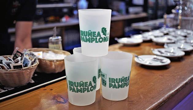 Vasos reutilizables en un bar de Pamplona.