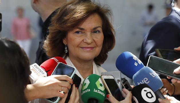 La vicepresidenta del Gobierno en funciones, Carmen Calvo, hace declaraciones a los medios.