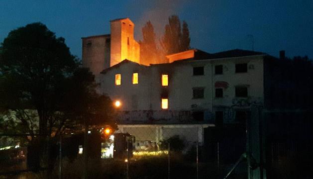Las llamas afectaron al edificio ubicado entre Olaz y HUarte.