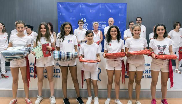 Foto de las ganadoras del concurso: Osane Nazábal, Iraia Collado, Nuria Jiménez, Leire Cestau, Nahia Nagore, Valentina Oreja y Anne Couso.