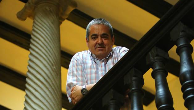 Fermín Del Castillo Baztán se asoma sobre la Reina Mora.