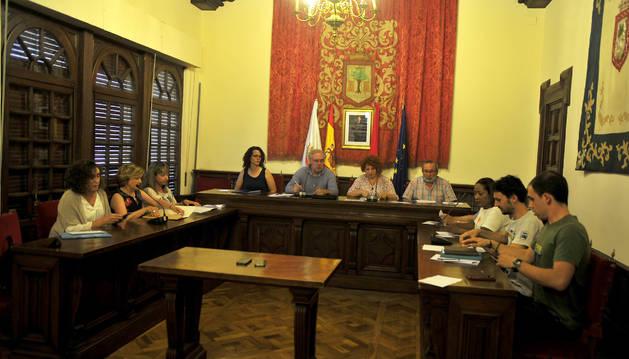 La Corporación municipal durante el pleno celebrado el jueves en Olite.