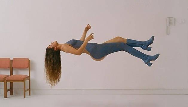 Foto de la portada del álbum de debut de la cantante.