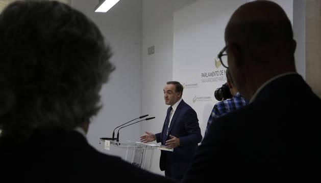 Foto de Javier Esparza, este jueves tras el encuentro con el presidente del Parlamento, Unai Hualde.