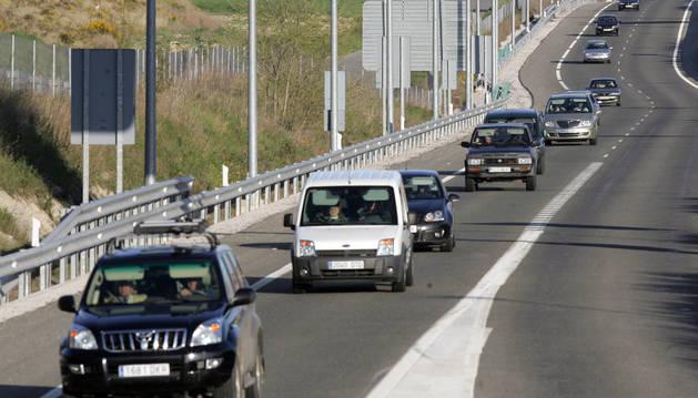 Vehículos circulando por la AP-15. Los conductores turismos son los más beneficiados por la 'gratuidad'.