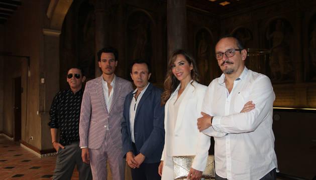 De izda. a dcha., Fran Marto, Juan Avellaneda, Jesús Mª Montes-Fernández, Paloma lago y Luis Fernández, en la sede de la UNED de Tudela.