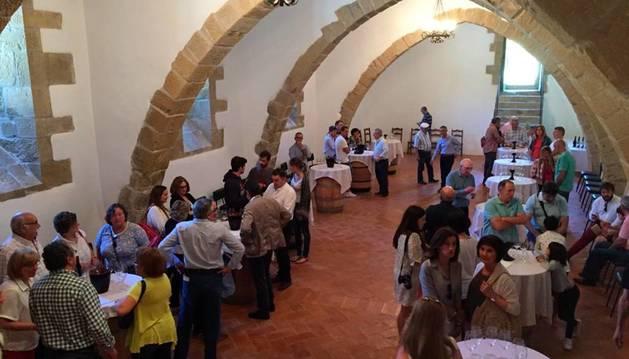 Presentación del vino del Monasterio de la Oliva en Carcastillo.