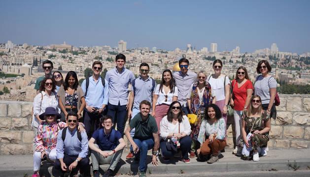 Foto de los 15 alumnos de la Universidad de Navarra que han participado en el viaje a Israel.