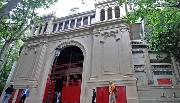 Foto de la entrada principal más destacada tras su restauración.