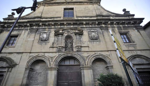 Fachada del convento de las Recoletas en Tafalla.