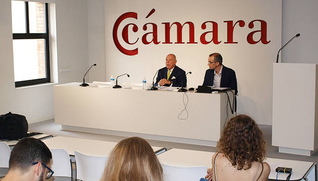 Foto de la rueda de prensa del presidente de la Cámara de Comercio de Navarra, Javier Taberna.