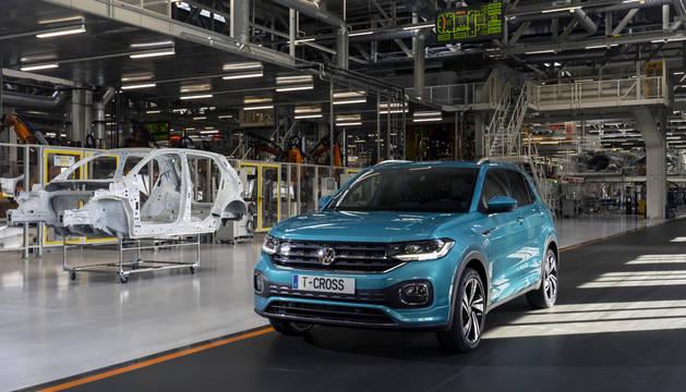 La dirección y la mayoría del comité de Volkswagen Navarra firman el acuerdo para el tercer modelo