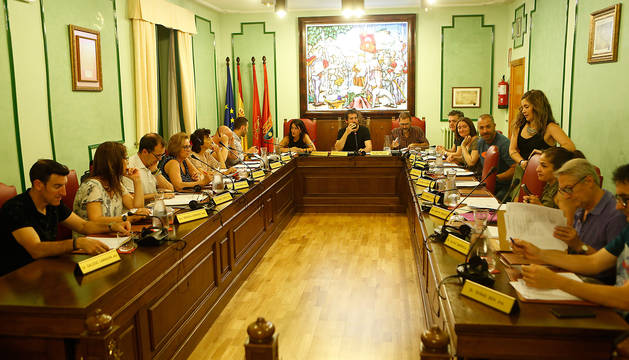 Los ediles que acudieron al pleno de Villava al inicio de la sesión.