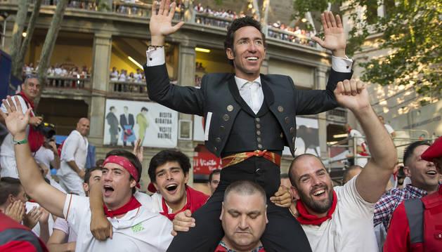 Leonardo Hernández triunfa con 4 orejas en la corrida de rejones de San Fermín