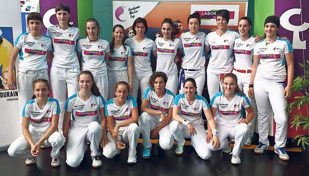 Las 16 pelotaris que disputaron este sábado 6 de julio las semifinales en Estella.