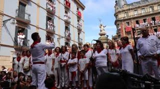 Vídeo de la jota a San Fermín durante la procesión del día 7