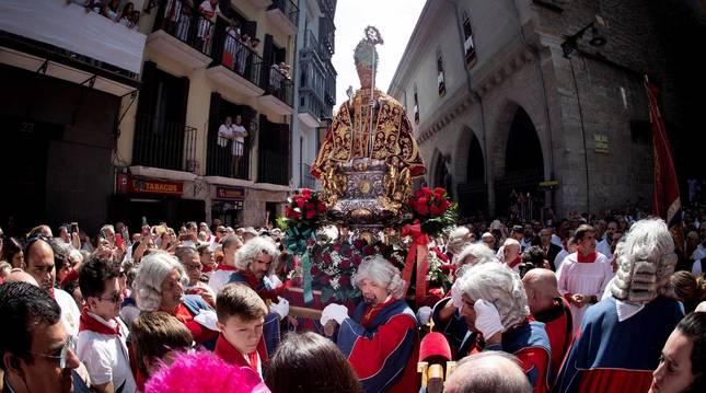 Pamplona volvió a engalanarse en el día grande de las fiestas para rendir homenaje al patrón.