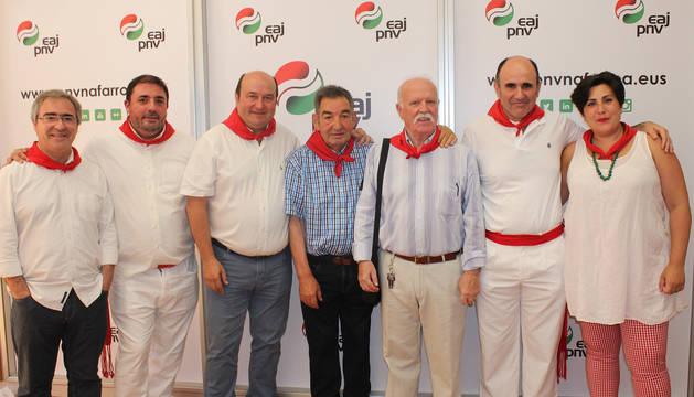Dirigentes del PNV, junto a los dos homenajeados.
