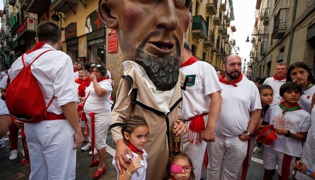 Fotos del recorrido de los gigantes y cabezudos de Pamplona del día 8 de julio de San Fermín 2019