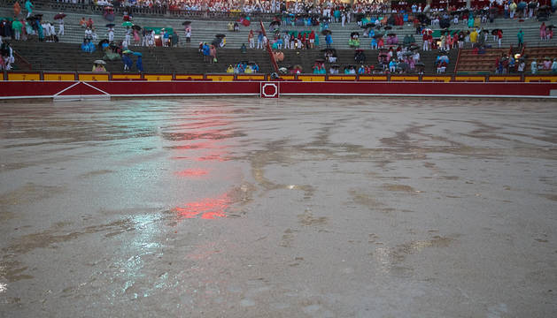 Las tormentas obligan a suspender la corrida de toros del 8 de julio. FERNANDO PIDAL
