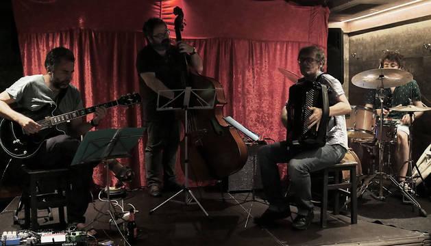Luis Jiménez, Marcelo Escrich, Javier López Jaso y Dani Lizarraga, en una actuación.