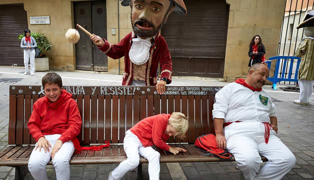 Fotos del recorrido de los gigantes y cabezudos de Pamplona del día 9 de julio de San Fermín 2019