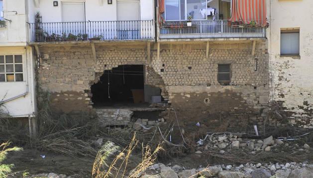 Foto de la fachada trasera del edificio desalojado, el número 24 de Martínez de Espronceda.